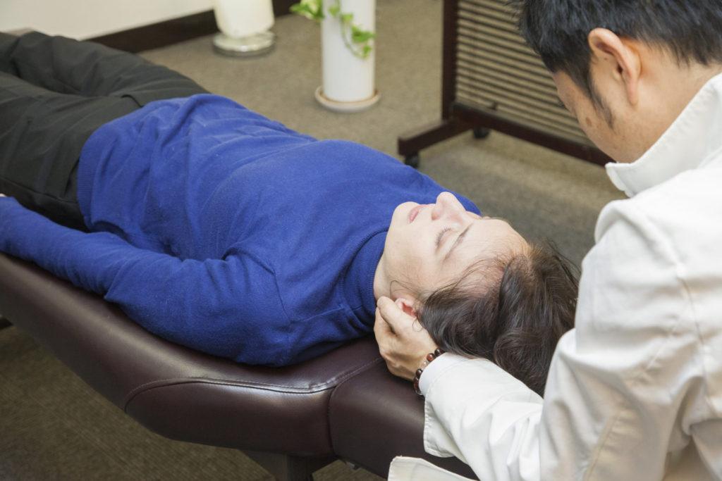 カイロプラクティックによる寝違いの施術